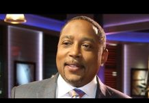 Xem SHARK TANK's Daymond John on His Social Media Game