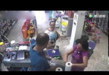 见 滑稽一刻!巴西一女子商店付款钱被鸟叼走