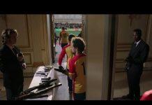 視頻 职业杀手参加足球比赛,每个球员都带枪,安保压力很大!