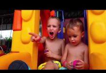 见 Johny Johny是Papa韻兒童歌曲顏色2018年 |兒童滑稽和巨型冰淇淋驚喜!約翰尼約翰尼的歌曲 (Part 19)