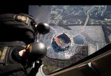 Video WOW! Navy SEALS' Insane Parachute Jump into Football Stadium! =O