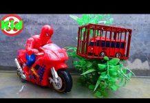 Xem 🚛 Người nhện lái xe máy đến cứu xe ô tô 🚛 đồ chơi trẻ em B835A Kid Studio 🚛