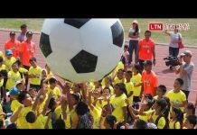 視頻 台東300名學童暑假踢球樂 台電足球隊員當教練