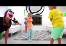 见 Johny Johny是Papa韵儿童歌曲颜色2018年  儿童滑稽和巨型冰淇淋惊喜! 约翰尼约翰尼的歌曲 Part 19