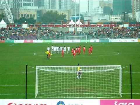 視頻 東亞運足球傳奇一刻:一球十二碼要射3次﹗