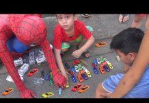 Xem NGƯỜI NHỆN và Bé Đức săn tìm xe Ô TÔ đồ chơi trẻ em trong công viên ^-^ Cars toys for kid