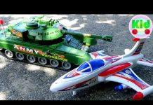 Xem Máy bay chiến đấu với xe tăng bị rơi xuống hồ – đồ chơi trẻ em C221M Mr Dung