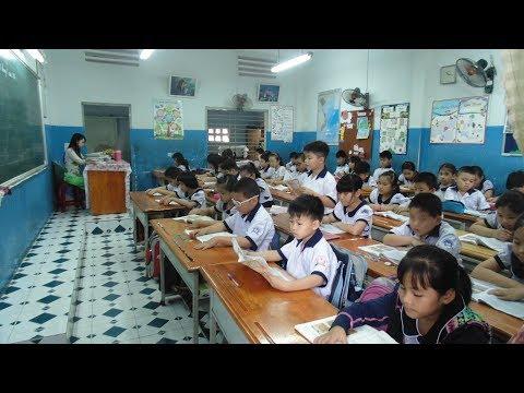 Phát hiện Hàng ngàn học sinh học sách CÔNG NGHỆ GIÁO DỤC của giáo sư đại không biết đọc
