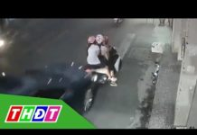 Xem Dừng xe để nghe điện thoại, 3 người bị ô tô hất tung | THDT