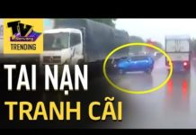 Xem Chiếc xe hơi bị 2 xe tải hất văng như viên bi nhưng ai cũng bất ngờ với nguyên nhân gây tai nạn