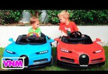 Xem Nikita bé nhỏ ngồi trên ô tô và xe biến đổi màu